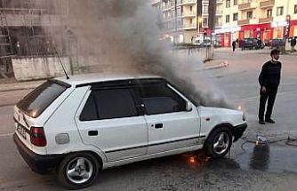 Sakarya'da seyir halindeki otomobilde çıkan yangın söndürüldü