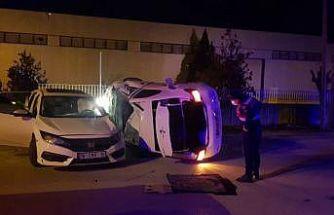 Bursa'da iki otomobilin çarpıştığı kazada 3 kişi yaralandı