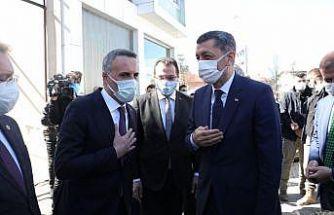 Milli Eğitim Bakanı Selçuk, Sakarya'da ziyaretlerde bulundu