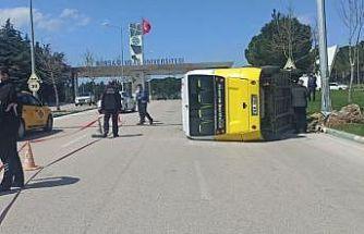 Bursa'da minibüsün devrilmesi sonucu 5 kişi yaralandı