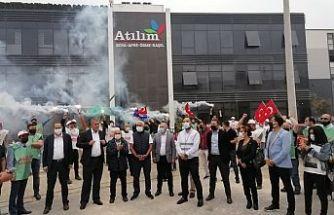 Bursa'da işten çıkarılmalara  meşaleli protesto