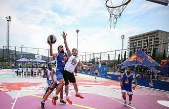 """""""Red Bull Half Court 3x3"""" sokak basketbolu turnuvasının ilk eleme turu Bursa'da yapıldı"""