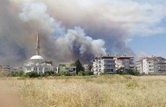 Manavgat'ta büyük orman yangını: Mahalleler boşaltılmaya başlandı