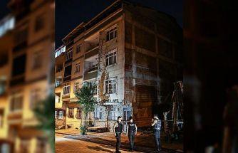 Sultangazi'de yanında inşaat kazısı yapılan iki bina çökme tehlikesi nedeniyle boşaltıldı