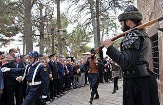 """""""740. Söğüt Ertuğrul Gazi'yi Anma ve Yörük Şenlikleri"""" Ertuğrul Gazi Türbesi ziyareti ile başladı"""
