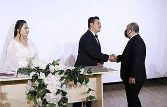 Bakan Varank Kocaeli'de darbedilen basın mensubunun nikah şahitliğini yaptı