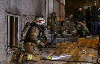 Sultangazi'de çıkan yangında 11 kişi dumandan etkilendi