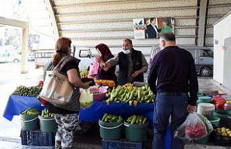 Bursa'da kurulan üretici pazarında sebze ve meyveler aracısız satılıyor