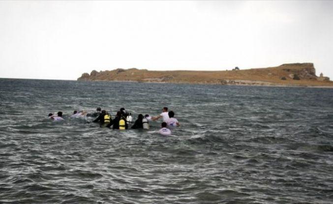 Çarpanak Adası'na antik yoldan yüzerek ulaştılar