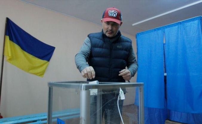 Ukrayna'da pazar günü erken genel seçim yapılacak