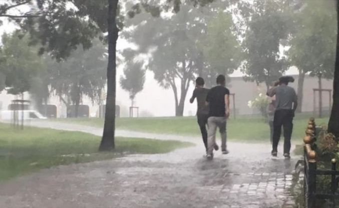 Meteorolojiden yarın için kuvvetli sağanak uyarısı