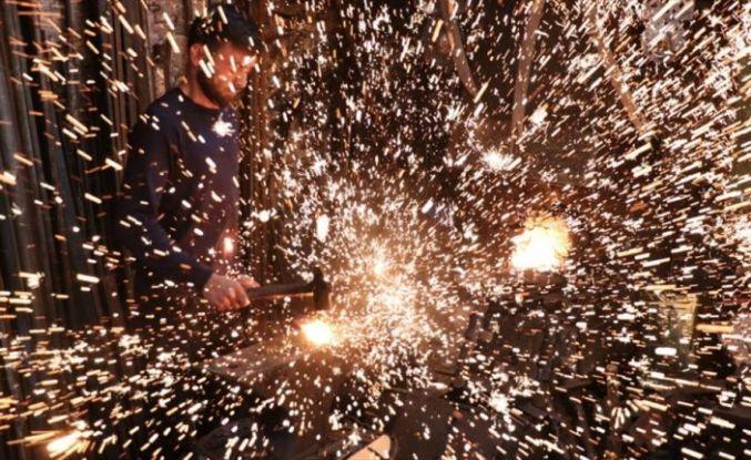 Genç usta 'ata mirası' kılıç sanatını yaşatıyor