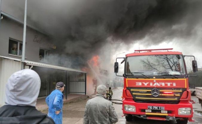 Bursa'da sünger deposunda çıkan yangın söndürüldü