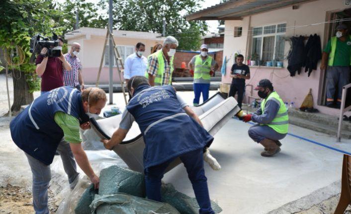 İnegöllü iş adamlarının bağışladığı mobilyalar, selzedelere dağıtıldı
