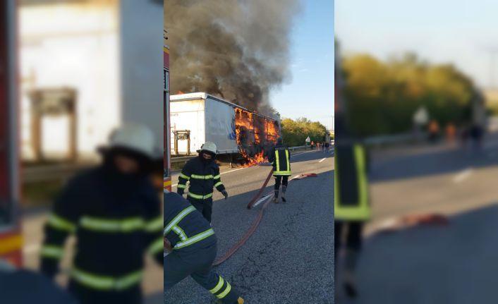 Kimyasal madde yüklü tırda çıkan yangın söndürüldü